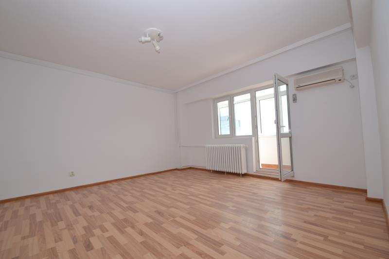 Apartament 3 cam VICTORIEI, pret inchiriere 450 EUR   <a href='http://www.kpimobiliare.ro/details/apartament-3-camere-victoriei-450-eur-inchiriere-kpa4272' style='text-decoration:none;'><span style='color:#d89f2a;font-weight:bold;'>...detalii</span></a>